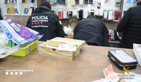 Desarticulats tres clans que distribuïen cocaïna, heroïna i marihuana des de Balaguer