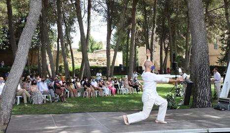 Balaguer homenatja amb la cerimònia 'Silencis amb llum' els seus 110 veïns morts durant la pandèmia