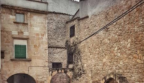 @bastaixgramer. Les construccions de pedra confereixen una particular bellesa a Juncosa de les Garrigues.