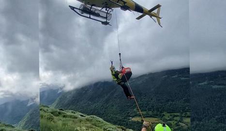 Moment del rescat de l'excursionista ferida a Aran.