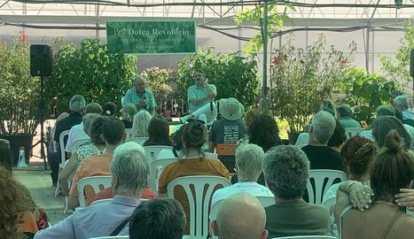 Pàmies (esquerra) i Bosé (dreta) ahir durant l'acte negacionista de la Covid a Balaguer.