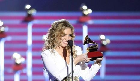 Mabel Millán, recollint el seu Grammy el 2017.