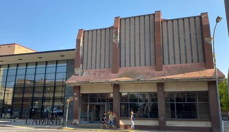 La façana del bar de L'Amistat, que ara es millorarà.