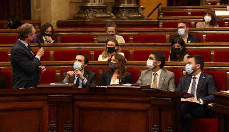 El conseller d'Economia, Jaume Giró, ahir durant la intervenció en què va anunciar el gir del Govern.
