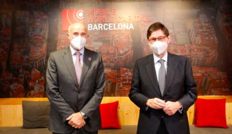 El CEO de Mobile World Capital Barcelona, Carlos Grau, i el president de CaixaBank, José Ignacio Goirigolzarri