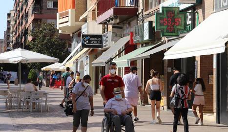 Els termòmetres al sol van marcar ahir a la tarda valors desorbitats, com el del carrer Pi i Margall de Lleida, que va assolir els 53,5º.