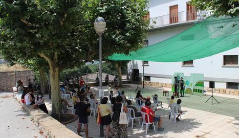 La companyia lleidatana de teatre familiar El Sidral va oferir ahir al migdia 'Històries Improssibles'.