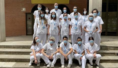 Foto de família de l'equip de mostres de Lleida al pavelló, on han fet la majoria de PCR.
