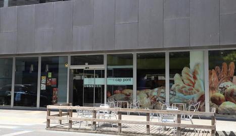 L'exterior del mercat té terrasses i ha revitalitzat la zona.