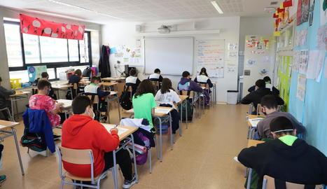 Alumnes de Primària d'un col·legi de Lleida, durant les proves de nivell de les competències bàsiques.