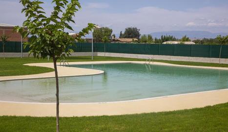 Vista presa ahir de la nova piscina de Vilagrassa.