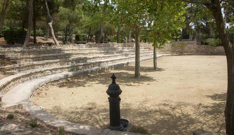 Imatge actual de la plaça reformada al parc de Sant Eloi.