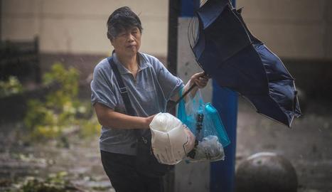 Les autoritats de Xangai han alertat la població de la perillositat del tifó In-Fa.