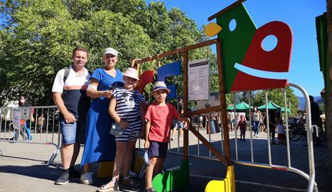 La família Amado-Piñol posa a l'entrada del recinte del festival.