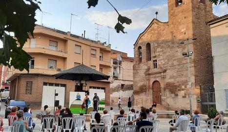 La plaça de l'Església de Soses va acollir diumenge l'actuació d'El Sidral a l''Escenaris singulars'.