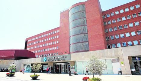 Imatge d'arxiu de la façana de l'hospital Arnau de Vilanova de Lleida.