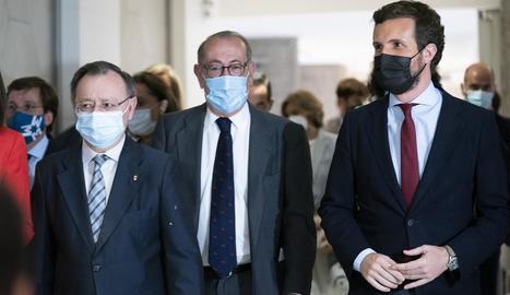 Pablo Casado amb el president de Ceuta, Juan Vivas (esquerra).