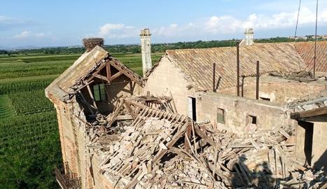 La Casa Gran de la Sucrera amb part de la teulada enfonsada.