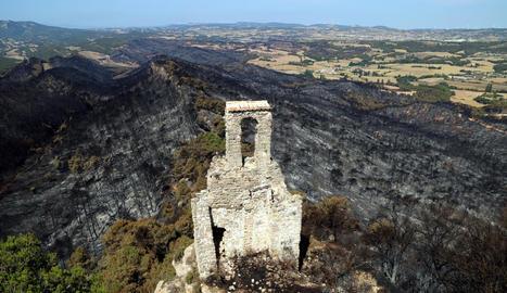 Part de la zona cremada vista des del castell de Queralt.