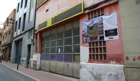 Imatge d'arxiu de l'edifici que acollirà la mesquita, al carrer del Nord.