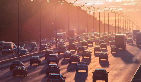 Per què es produeixen els embussos a la carretera?