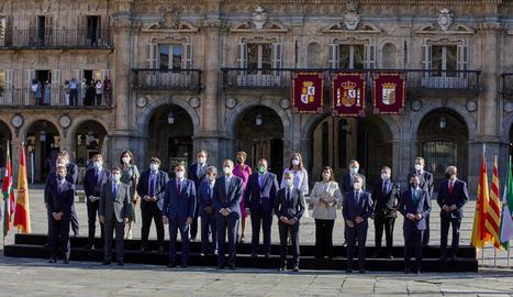 La Conferència de Presidents va començar amb la tradicional foto de família presidida pel rei, Felip VI.