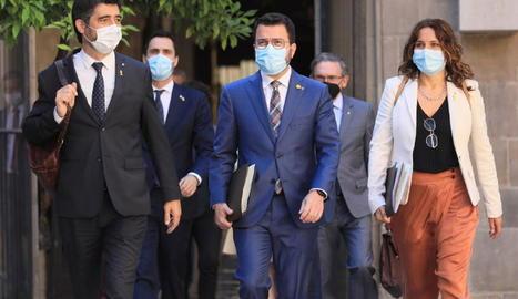 Jordi Puigneró i Laura Vilagrà, a la foto al costat d'Aragonès, lideraran la delegació del Govern.