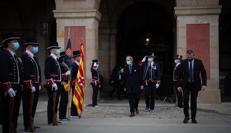 Els Mossos rebent l'expresident Quim Torra després de la constitució del nou Parlament al març.
