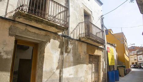 Vista de la façana de Cal Vallverdú.