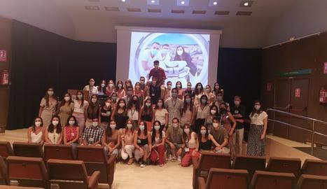 Foto de família dels residents que aquest any han acabat la formació a Lleida.