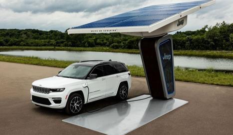 La cinquena generació del Grand Cherokee es presentarà oficialment al Saló Internacional de l'Automòbil de Nova York el 2021 i inclourà la gamma completa del Grand Cherokee.