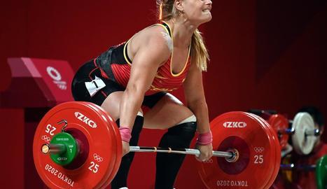 Lydia Valentín va haver          de competir en 87 quilograms després d'un canvi de normativa.