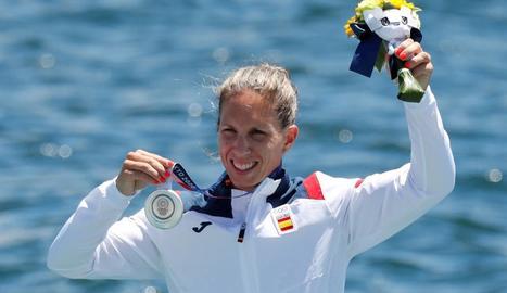 Teresa Portela, amb la medalla de plata que va conquerir en els seus sisens Jocs Olímpics.