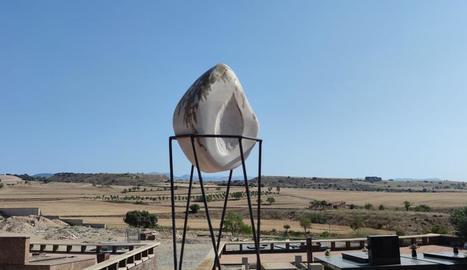 L'escultura al Cementiri Nou de Balaguer.