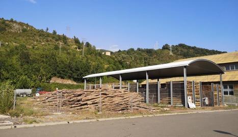 Imatge de l'actual magatzem de biomassa del Pont de Suert.