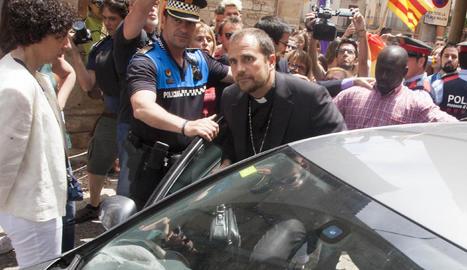 Imatge d'arxiu del 29 de maig del 2017, quan Novell va haver de ser escortat a Tàrrega després d'una manifestació contra l'homofòbia.