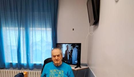 Imatge de l'home el març passat a l'habitació de l'hospital.