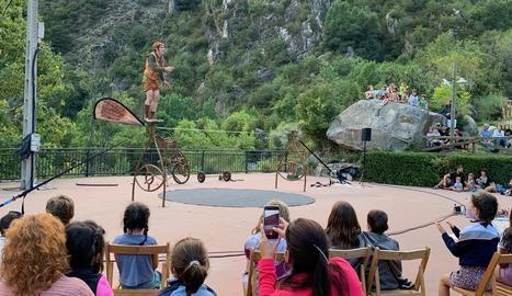 L'espectacle de circ 'Tope' de Monopájaroverde va iniciar el festival dijous passat a Erill la Vall.