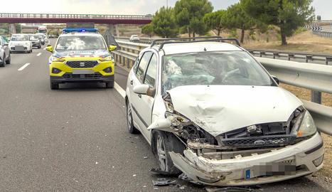 Un dels vehicles implicats en una de les col·lisions registrades ahir a l'autovia a Lleida.