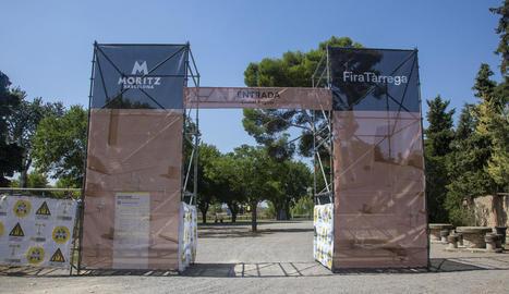 Els espectacles de carrer es concentren en tres 'ciutats' perimetrades. A la imatge, l'entrada a la Ciutat Reguer.