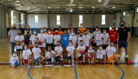 Jugadors de la base del CBF Lleida, que ahir va posar punt final al Campus d'Estiu.