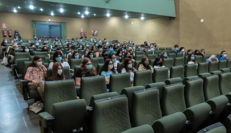 Alumnes de primer de la UdL en una de les sessions de benvinguda del curs escolar 2021-2022 al Rectorat.
