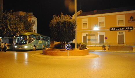 Un dels autobusos habilitats per Renfe per traslladar als passatgers fins a les seues destinacions.