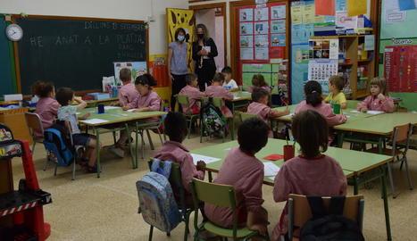 Alumnes de Secundària en una classe de l'institut Ronda de Lleida ciutat.