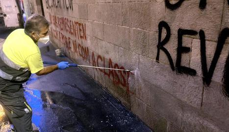 L'IEI buscarà altres tècniques per acabar de netejar les pintades de la façana de l'edifici