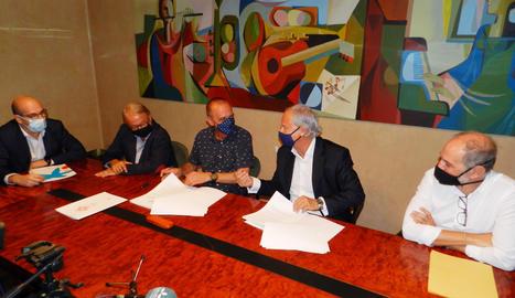 L'acte de signatura de l'acord de renovació de l'acord.