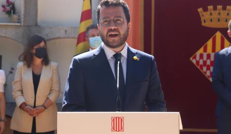 El president de la Generalitat, Pere Aragonès, durant el parlament en l'ofrena floral a la tomba de Josep Irla l'11 de setembre.