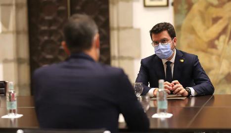 El president de la Generalitat, Pere Aragonès, reunit amb el cap de la Moncloa, Pedro Sánchez, durant la reunió de la taula de diàleg a Palau.