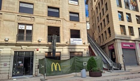 Imatge dels treballs per a la nova obertura de McDonald's.