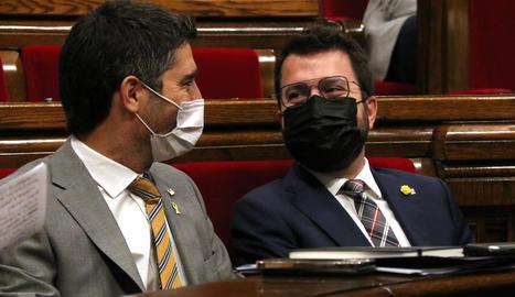 El president i el vicepresident del Govern, Pere Aragonès i Jordi Puigneró, durant el ple del Parlament del 7 de juliol.